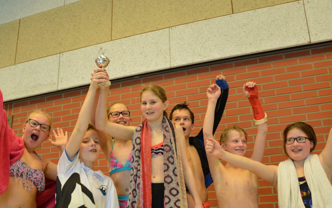 Hiliglo Holwierde wint estafette schoolzwemmen