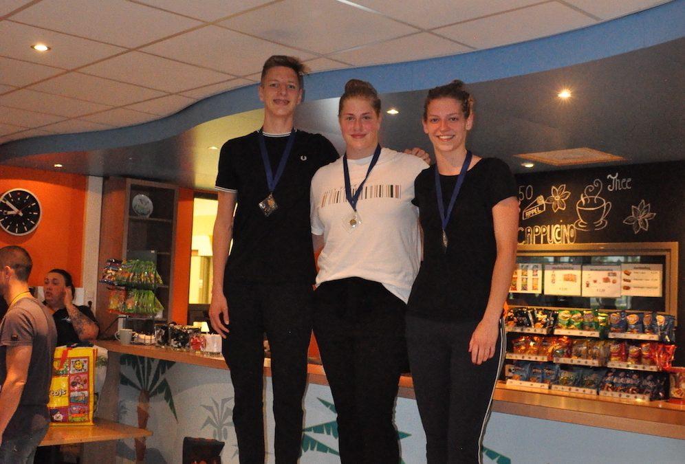 Bronzen KNZB prestatiemedailles voor selectiezwemmers